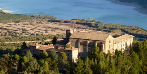 Monastère de Leyre et le lac de Yesa