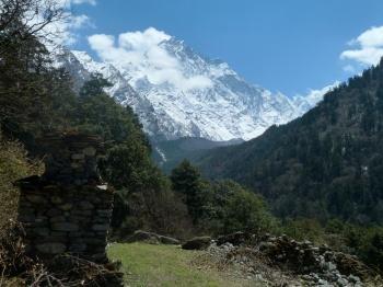 En remontant vers le camp de base du Ganesh Himal