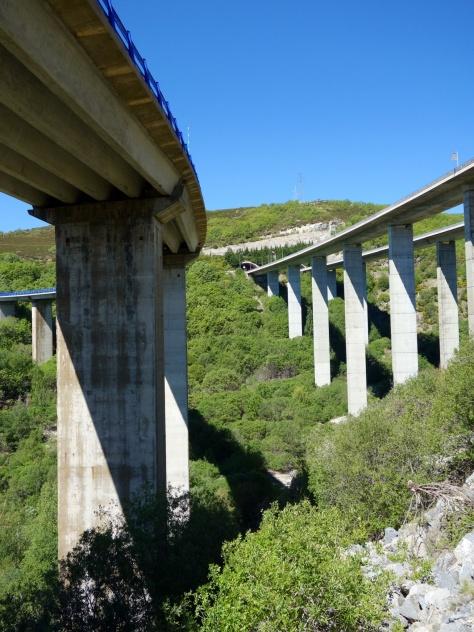 Nationale et autoroute vers le col de Padornelo