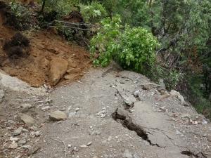 Glissements de terrain et éboulements sur la piste