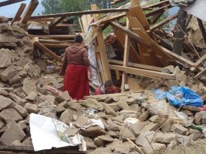 Recherches dans les décombres des chambres des nonnes