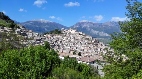 Morano Calabro et les montagnes du Pollino