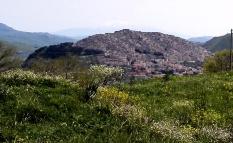 Gangi et l'Etna que l'on devine au fond