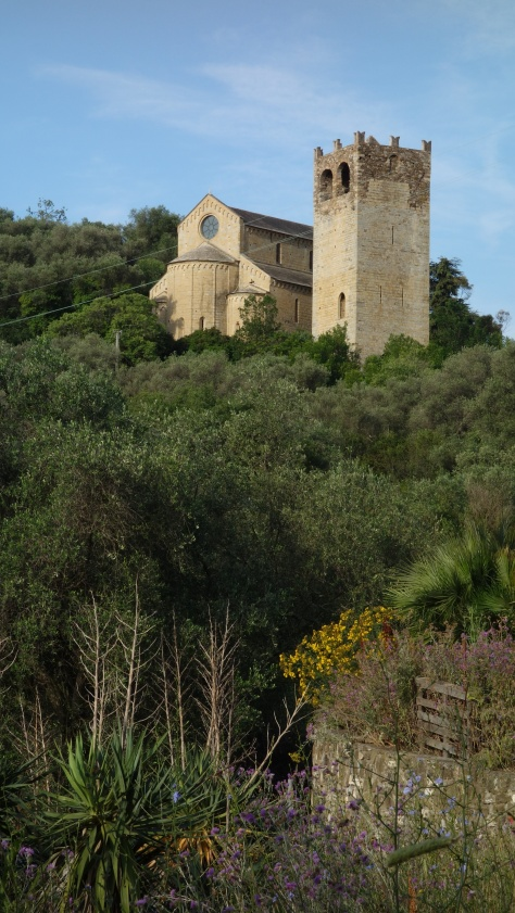 L'église d'Andora sur la Via della Costa